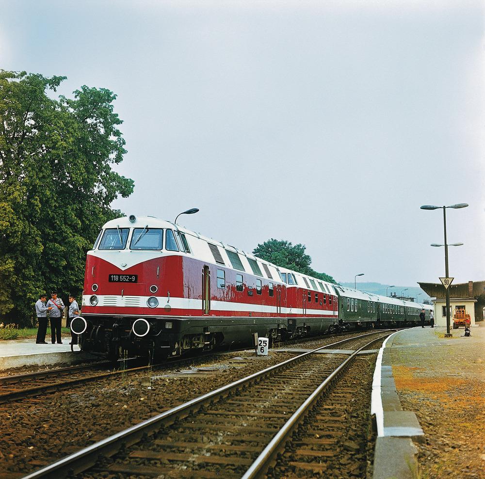 Diesel locomotive 118 552-9, DR