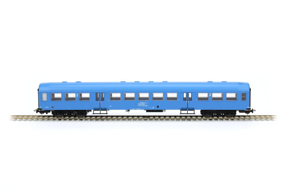 Suburban passenger coach 21-47