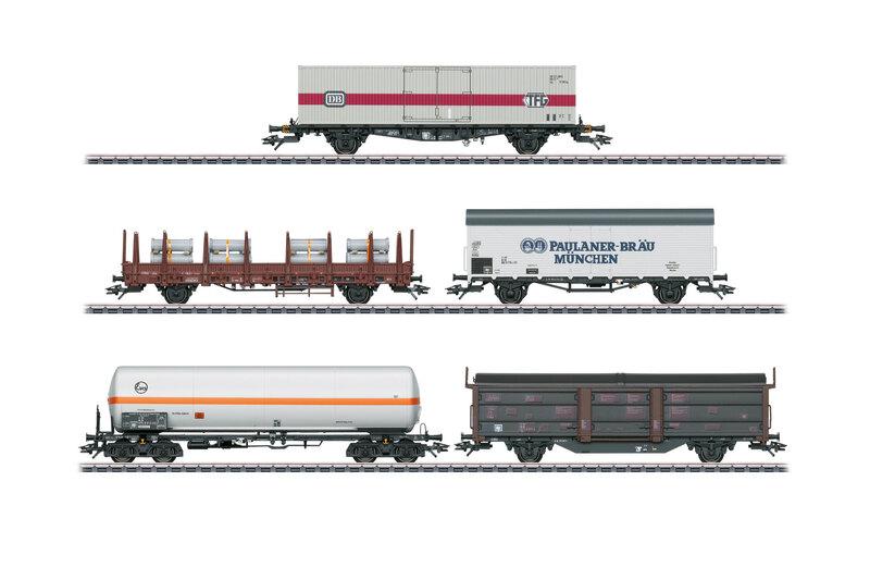 DB - 1x Lgjs, 1x Kbs, 1x Tbis, 1x four-axle gas tank car and 1x two-axle