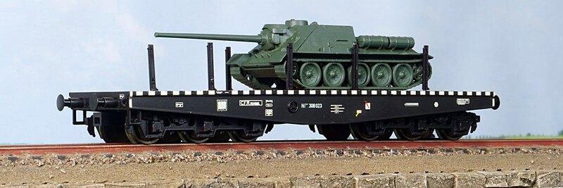 CFR - Niisdff/t flat wagon with SU-100 tank