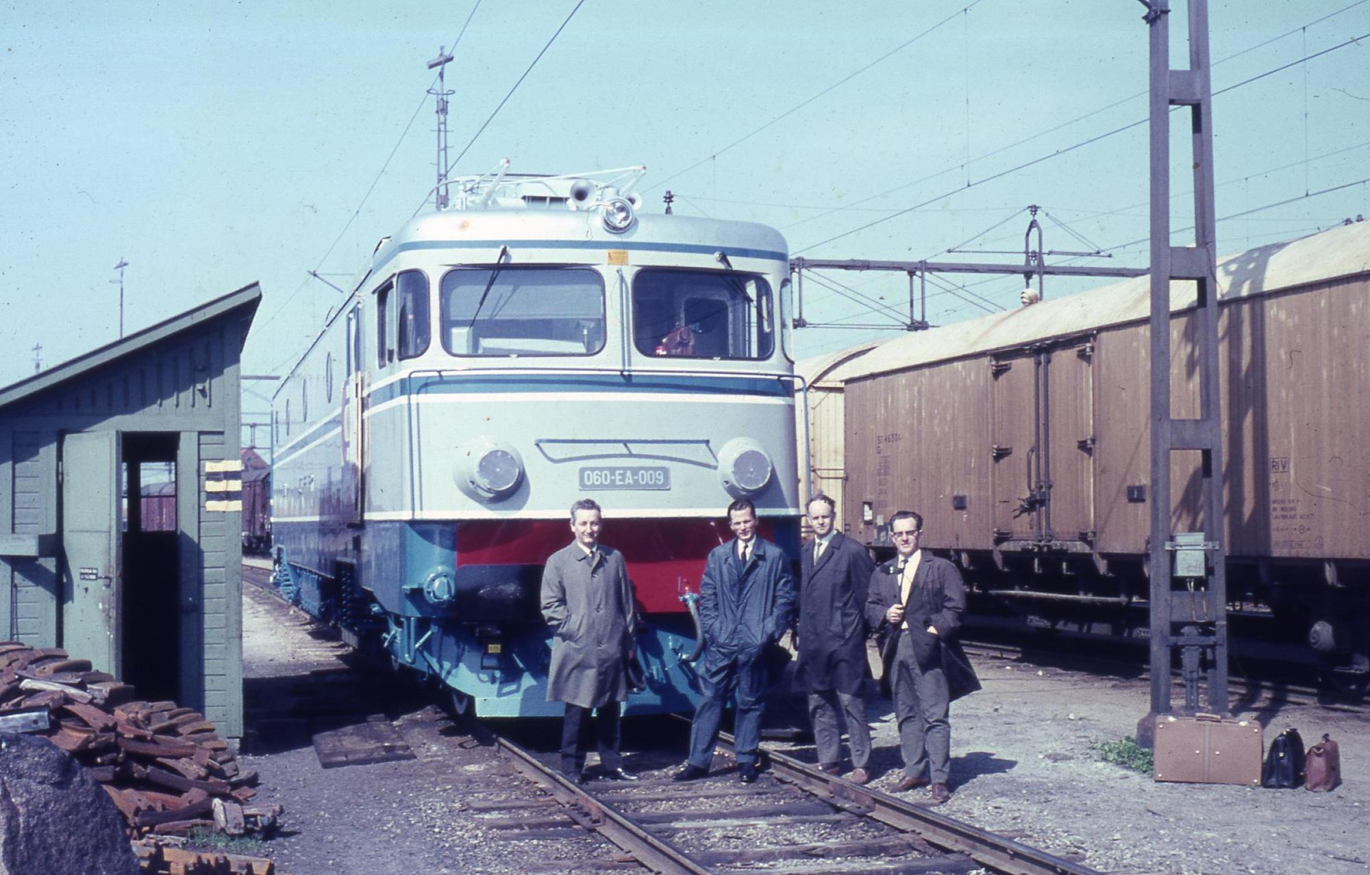 CFR 060-EA-009 electric locomotive